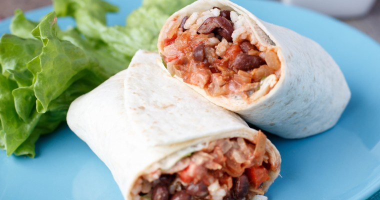 Burrito aux haricots rouges, riz complet, poivron