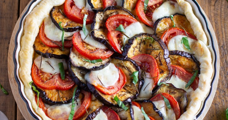 Tarte à l'aubergine, tomate, mozzarella et moutarde