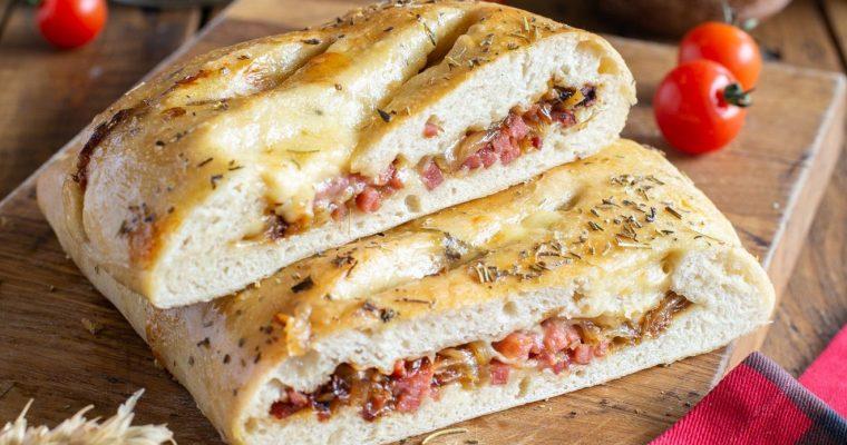 Fougasse au Merzer, oignons et allumettes de bacon