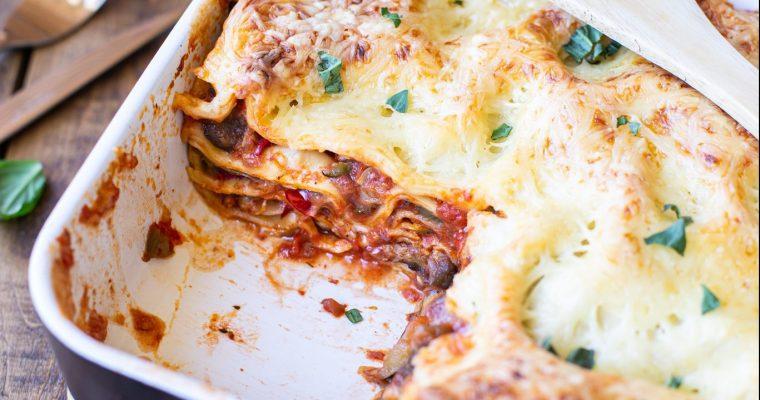 Lasagnes aux légumes d'été rôtis et à la chair à saucisse