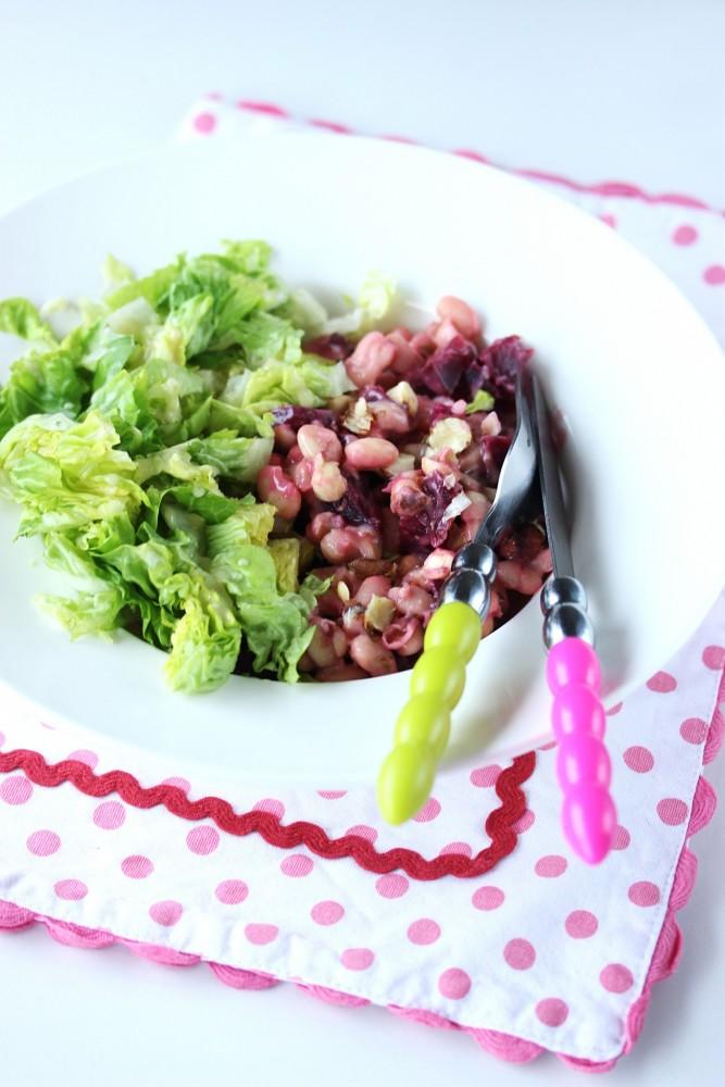 Salade de haricot blanc, betterave et noisettes grillées