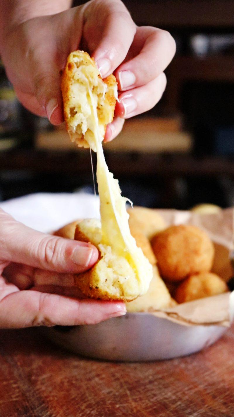 bomas de papa con queso quartirolo croquetas