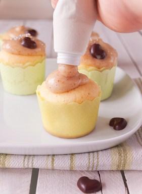 Cupcake s bijelom čokoladom i lješnjacima