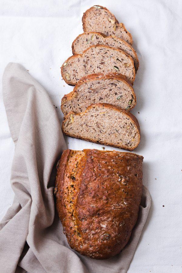 Kruh s medom i orasima