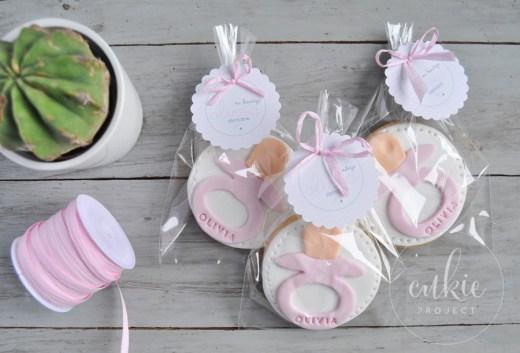 Galletas decoradas para bautizos y bebés - Modelo chupete de niña