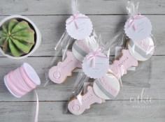 Galletas decoradas para bautizos y bebés - Modelo sonajero de niña