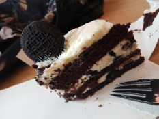Starbucks Cream and Cookies Oreo cake