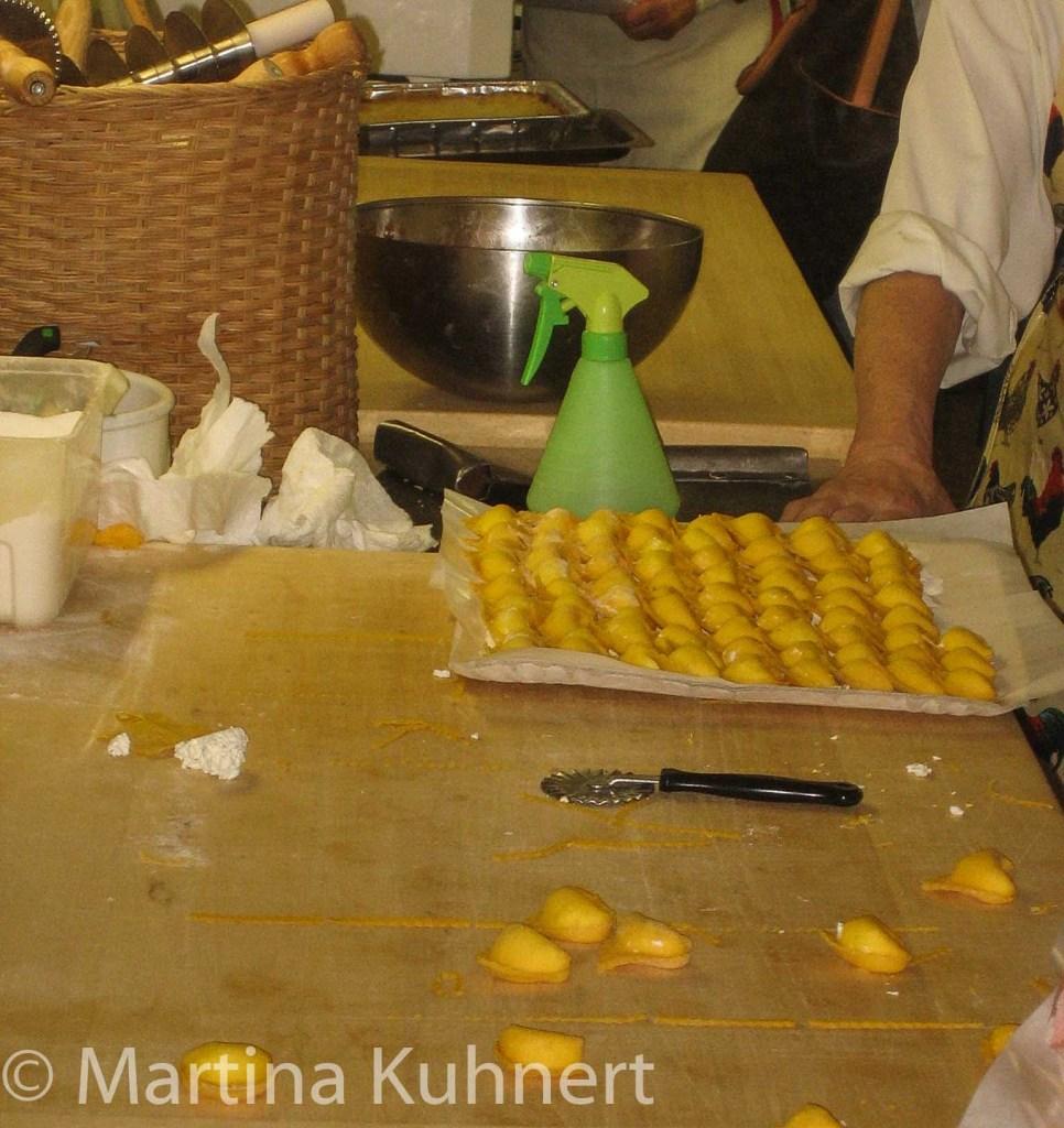 foodie tour bologna, tortellini in brodo