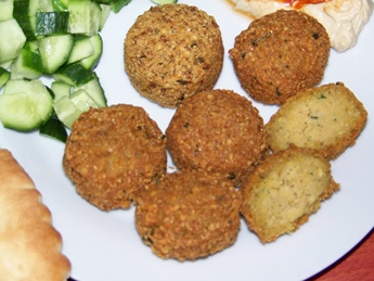 falafel with cucumbers, pita
