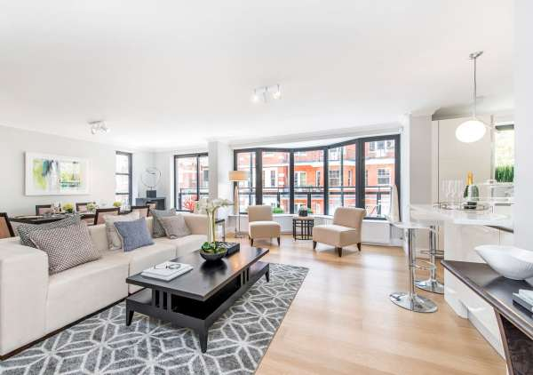 An example of home staging by Cullum Design - Light and spacious apartment reception room home staged by Cullum Design | London UK