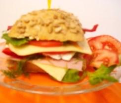 Sandwich-cu-sunca-cascaval-branza4