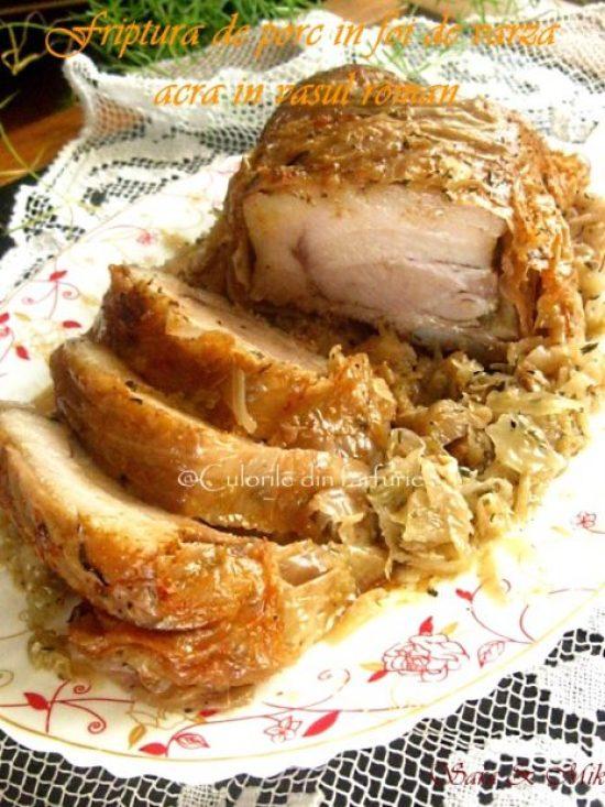 Friptura-de-porc-in-foi-de-varza-acra-in-vasul-roman-1