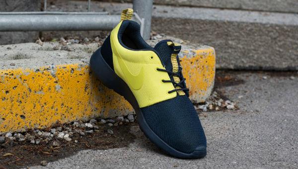 """Nike Roshe Run """"Split"""" Armory Navy / Yellow"""