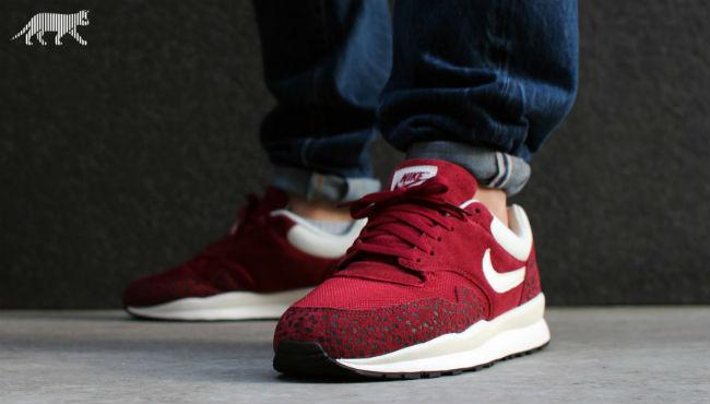 Nike Air Safari Team Red | Cult Edge