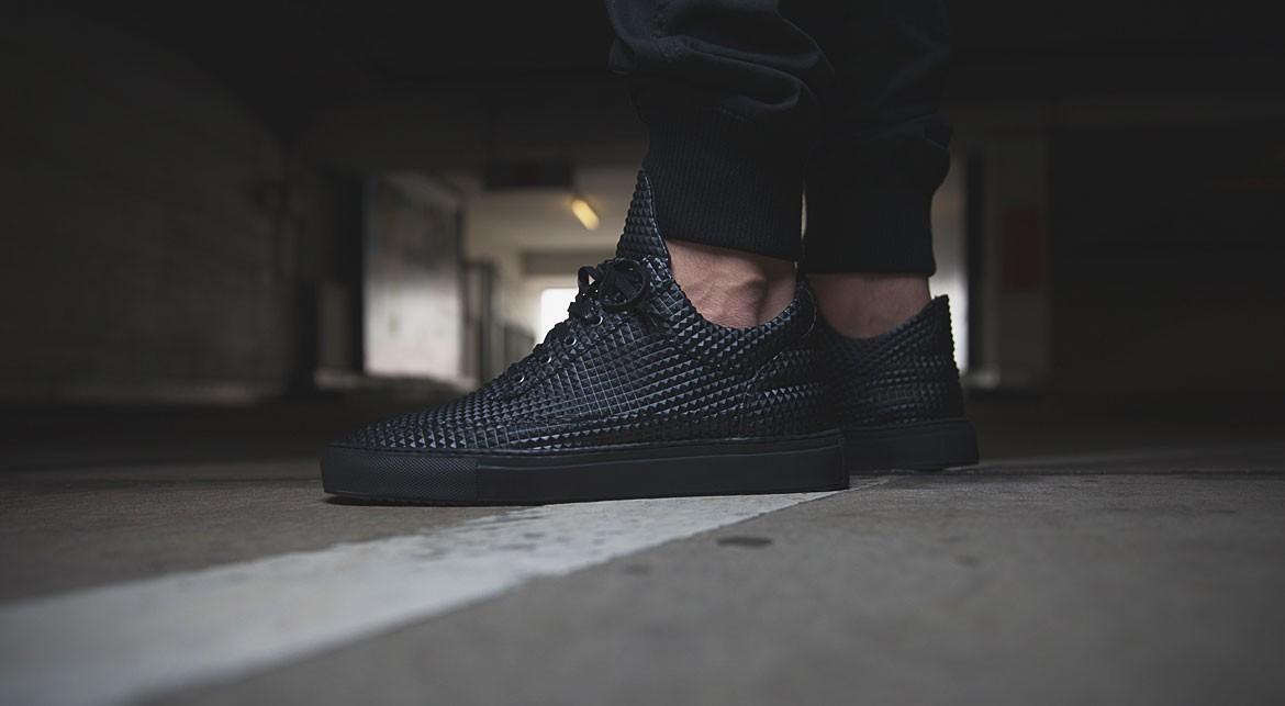 Filling Pieces Low Top Pyramid Black