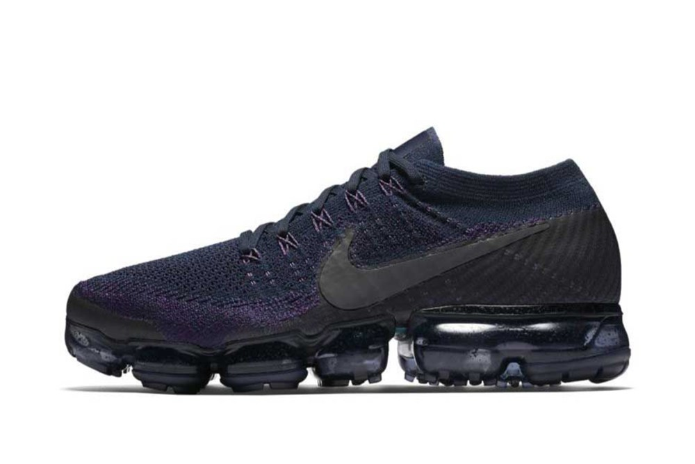 2b4fff5600eb8 This particular iteration of the VaporMax Flyknit displays a blacked-out air  unit matching with its Flyknit upper. This has to be one of the best Nike  ...
