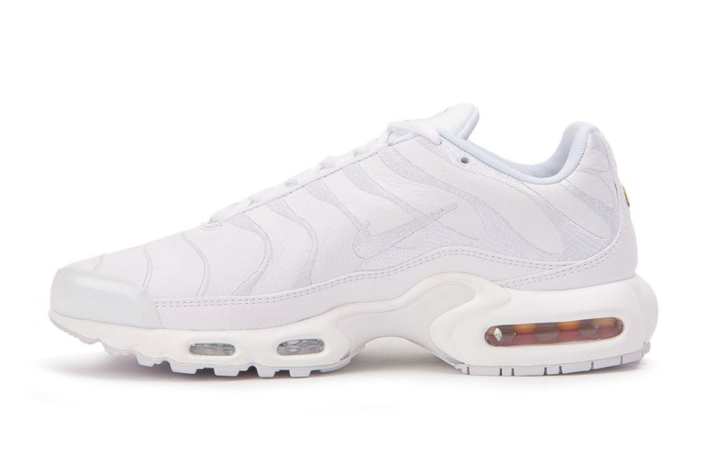 all white nike air max plus