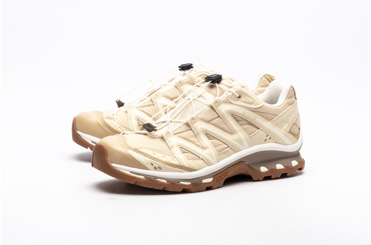 A White And Beige Color Scheme Take Care Of The Trail-Ready Salomon Advanced XT-Quest Low