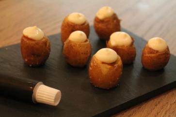 Patatas bravas a La Volatil
