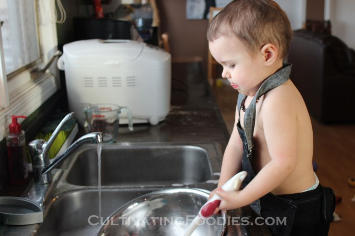 Little Chef doing dishes 2