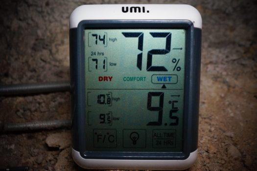 Un thermo hygromètre est pratique pour la lecture des paramêtres de culture