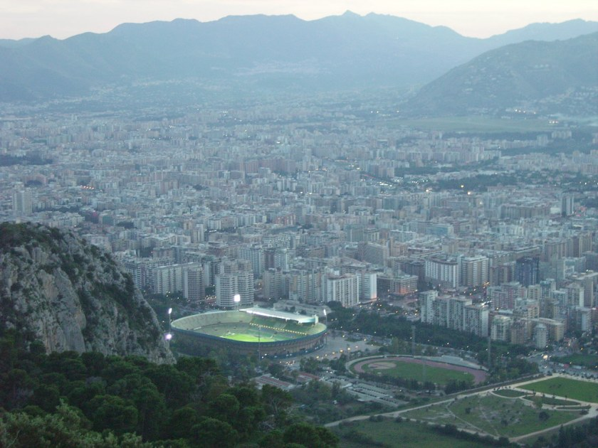 This view of Palermo from the Monte Pellegrino shows the peculiar position of the Renzo Barbera aka La Favorita Stadium with the mountain on its background (Photo: © Riccardo Guidolin - https://www.flickr.com/photos/22225679@N07/2154507551)