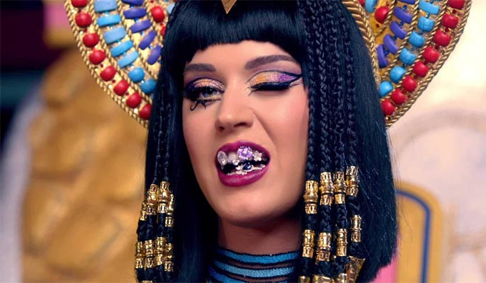 Katy Perry in Ancient Egyptian regalia