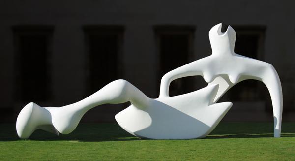A Roma la scultura del grande Henry Moore