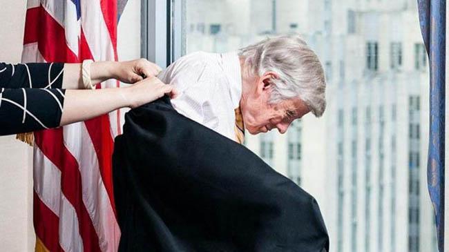 El juez federal de Nueva York Thomas Griesa, quien avaló las demandas de los fondos buitre contra Argentina por la deuda en default. Este es un ejemplo de como operan las empresas dedicadas a las altas finanzas