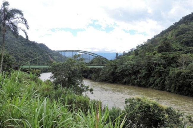 Río Yacuambi en Zamora