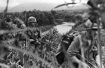 Soldați americani în Vietnam
