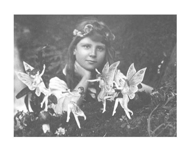 Las hadas de Cottingley Elsie Wright y Frances Griffiths en blanco y negro