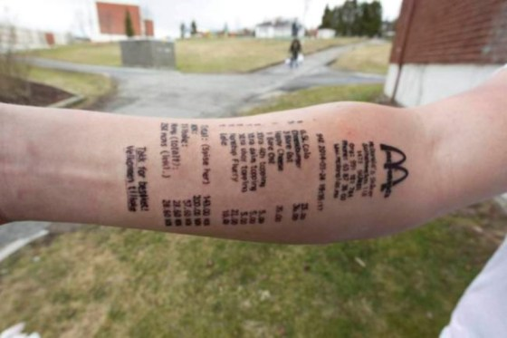 Se tatua Ticket de Mc Donalds en el brazo @culturageek