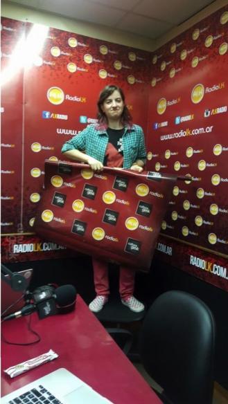 """Laurita haciendo de """"mujer banner"""""""