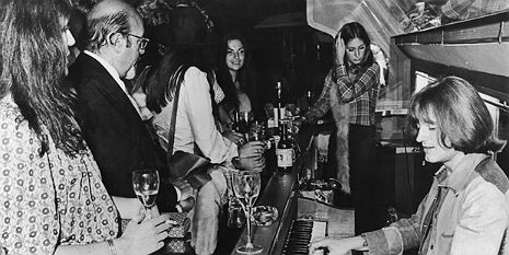 Led Zeppelin private jet6