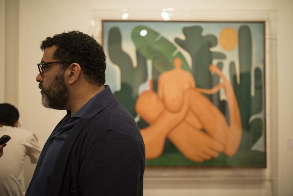 Tarsila do Amaral - a primeira dama do modernismo nacional - é uma grande representante da arte brasileira e na mostra ela se faz presente com o seu Abaporu (1928) e Antropofagia ( foto - 1929). Foto: Marcel Blanco.