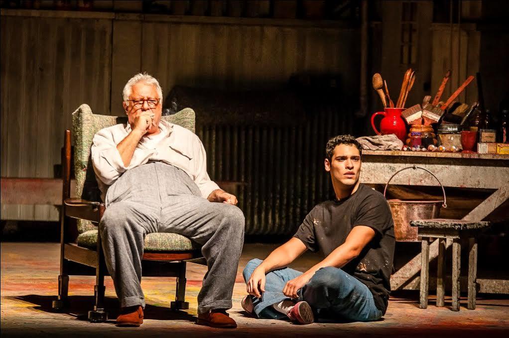 Antônio Fagundes no papel de Mark Rothko divide o palco com Bruno Fagundes no papel de Ken. Foto: Caio Gallucci/ Divulgação.