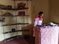 Sacha styrer butikken i Basecamp. Foto: Siri Wolland