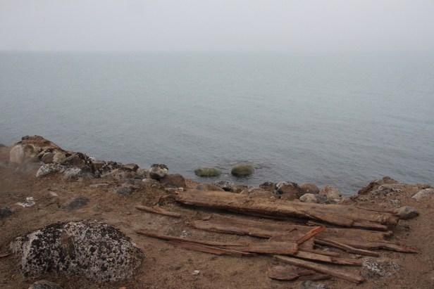 Hvalfangergrav i fare for å rase i havet. Foto: Siri Wolland