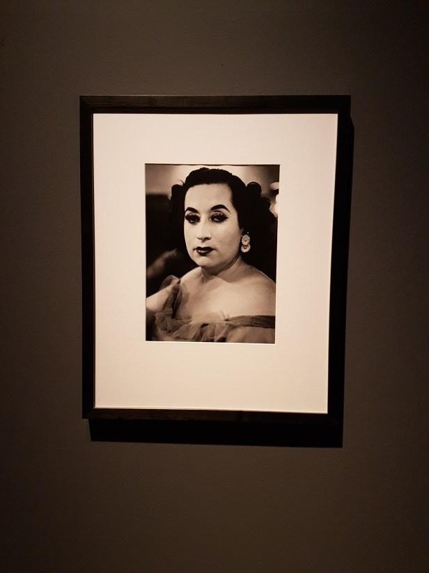 """Fotograf Christer Strömholms portrett av """"Bleka damen, Barcelona"""" eller """"The white Lady, Barcelona"""" fra 1959. Foto fra utstillingen: Siri Wolland"""