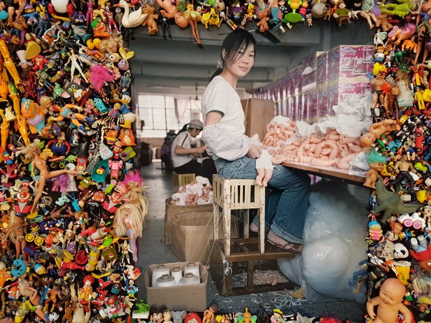 "Fotofestivalen i Arles. ""Life in Cities"". Fotograf; Michael Wolf, The Real Toy Story,2004. Foto fra utstillingen: Siri Wolland."