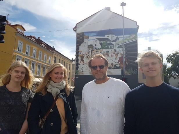 Familien på omvisning! Oslo Torv. Foto: Siri Wolland