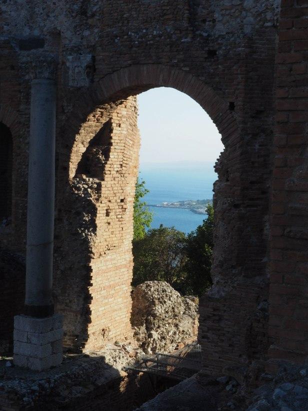 Ruiner fra gammel gresk arena i Taormina. Foto: Siri Wolland