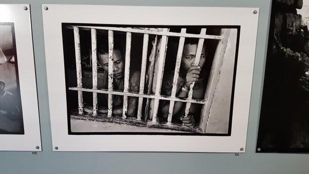 Fotograf Rune Erakers utstilling Fortell verden om oss, på Nobelsenteret i Oslo. Foto fra utstillingen: Siri Wolland.