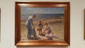 Johannes Wilhjelm, Kunstnerens barn på stranden i Skagen. 1918. Foto fra utstillingen: Siri Wolland.
