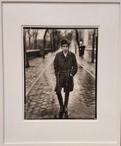Bob Dylan, musician, 1965. Fra utstillingen Avedons Amerika, Henie Onstad kunstsenter. Alle fotografier Richard Avedon. Foto fra utstillingen; Siri Wolland.