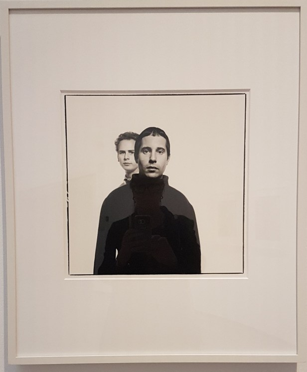 Paul Simon og Art Garfunkel, 1967. Fra utstillingen Avedons Amerika, Henie Onstad kunstsenter. Alle fotografier Richard Avedon. Foto fra utstillingen; Siri Wolland.