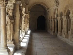 Klosteret Saint-Trophime fra 1200-tallet er utstillingssted og verdensarv. Foto Siri Wolland.