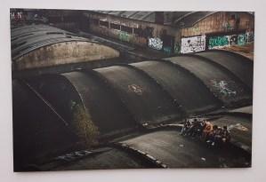 Fotograf Line Ørnes Søndergaard, Alex, Leo, Lise, Ana, Mehdi and Jahed. Amiens, France. 2018. Foto fra utstillingen; Siri Wolland.