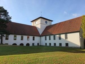 Vikingskipshuset er tegnet av arkitekt Arnstein Arneberg og sto ferdig i 1957. Foto Siri Wolland.